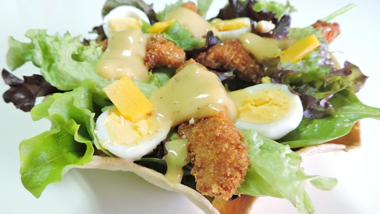 Ensalada de Pollo en Cuenco Comestible