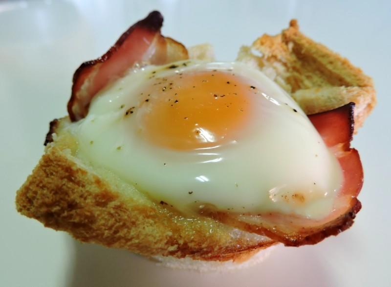 Cesta de huevo con beicon