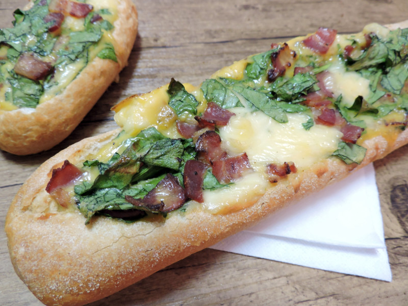 Pan Relleno de queso y beicon (o bacon)