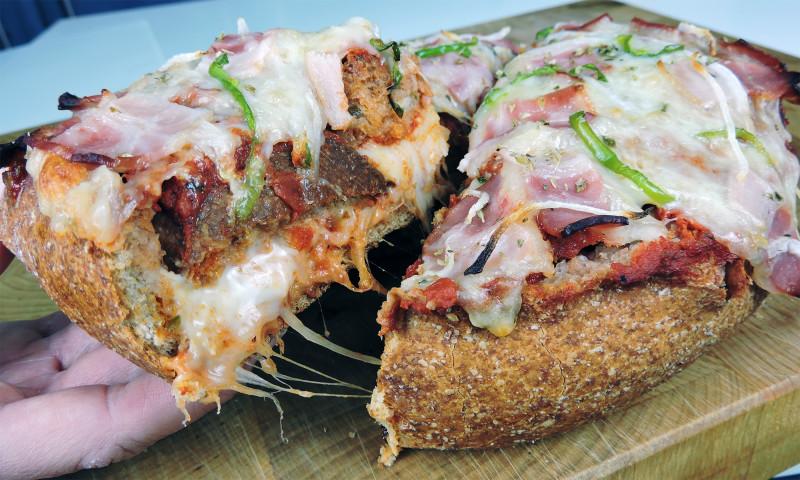 Interior del pan pizza relleno