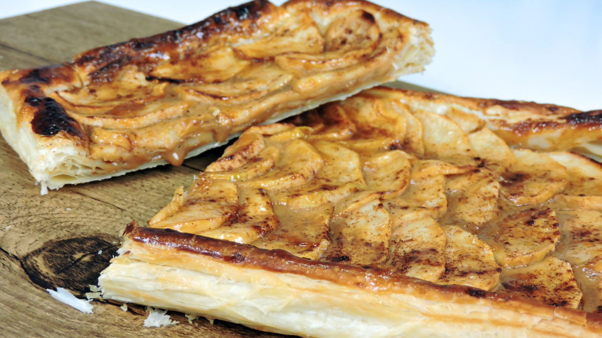Tarta de manzana (con hojaldre y dulce de leche)