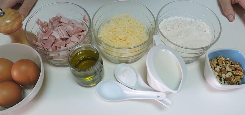 Ingredientes para el bizcocho salado de bacon y queso