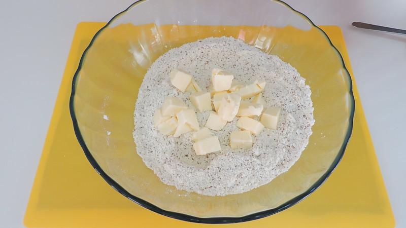 Agregando la mantequilla