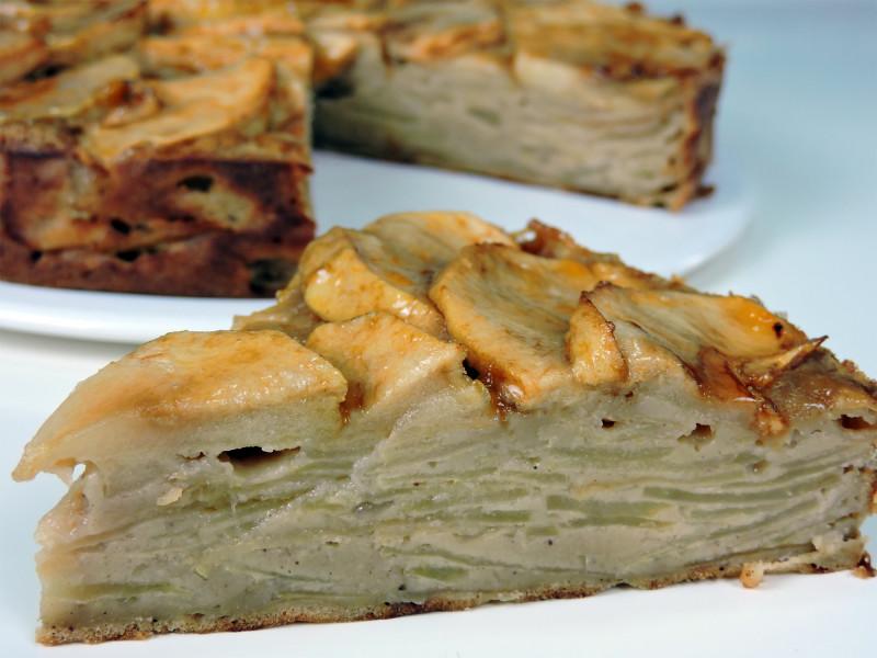 Porción de tarta invisible de manzana
