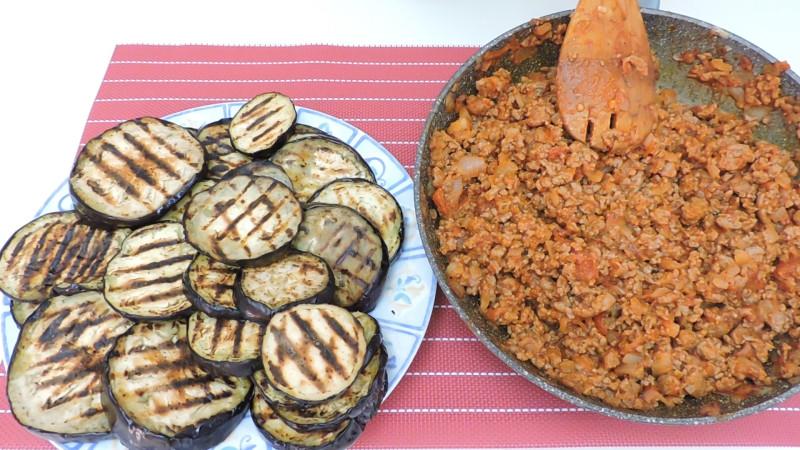 Berenjenas y carne cocinadas