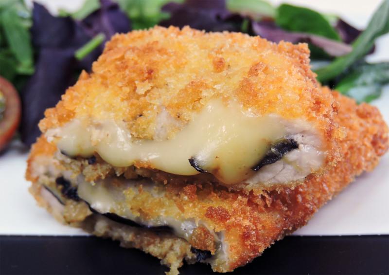 Librito de lomo con queso y berenjena