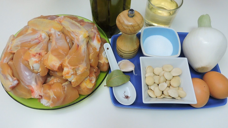 Ingredientes para el pollo en pepitoria