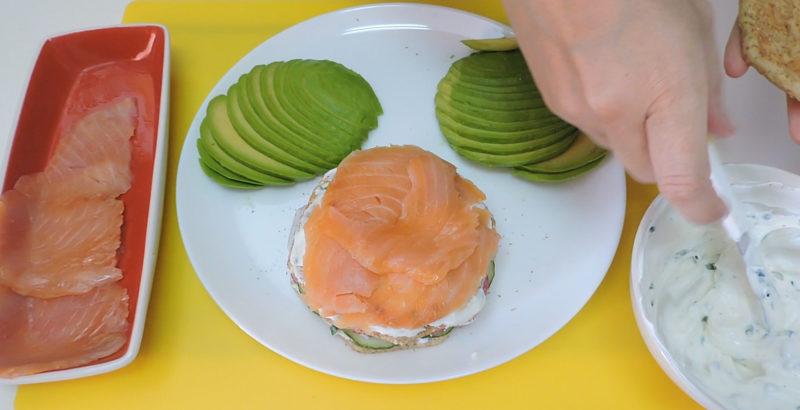 Montando el sándwich de salmón (piso 2)