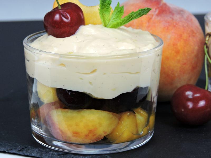 Postre de frutas con crema pastelera