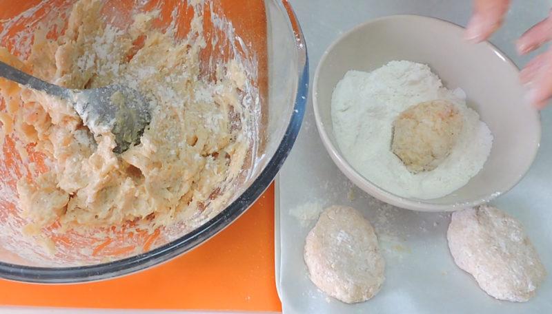 Formando los nuggets de pollo