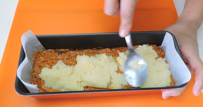 Poniendo una segunda capa de puré de patata