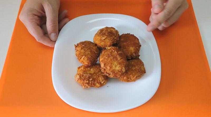 Nuggets de pollo bien dorados y crujientes