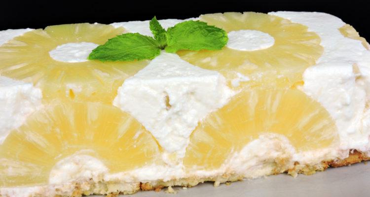 Tarta de piña y yogur (fácil y sin horno)