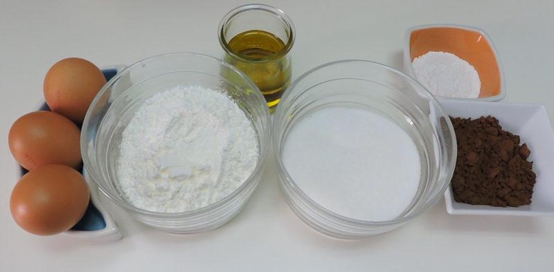 Ingredientes para el bizcocho esponjoso de Maizena y chocolate