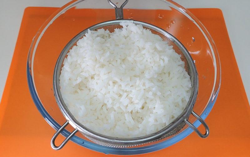 Arroz cocido para rellenar las berenjenas