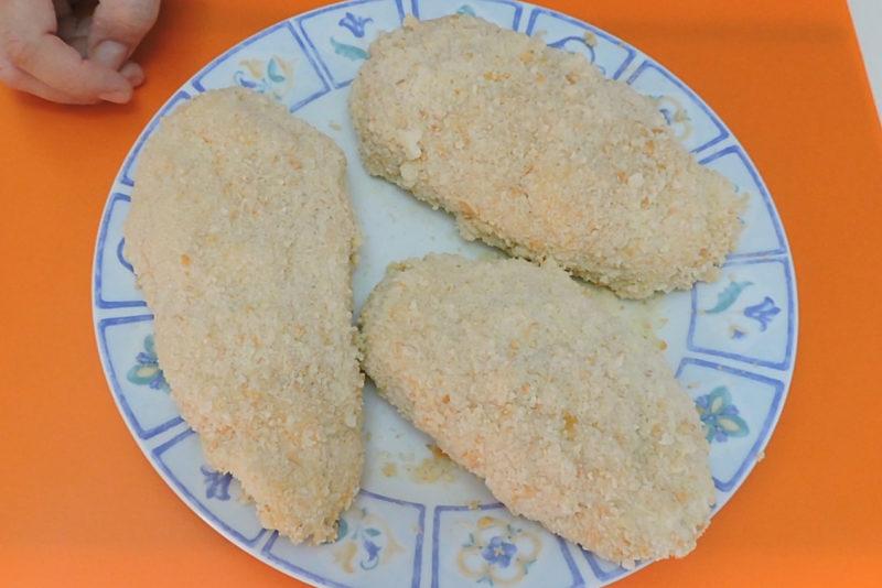 Pechugas Villaroy recién empanadas