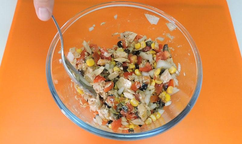 Relleno de atún para nuestro pastel de arroz