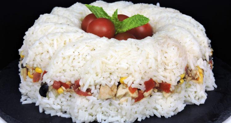 Pastel de arroz con atún (ensalada de arroz)