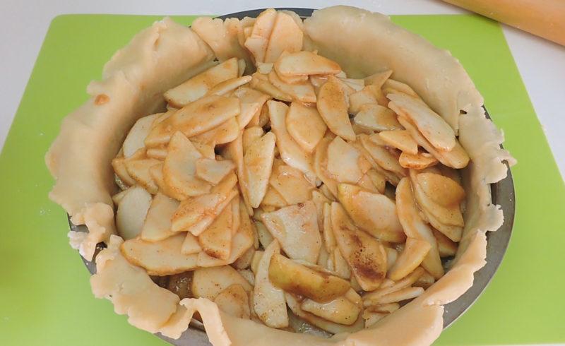 Montando la tarta de manzana