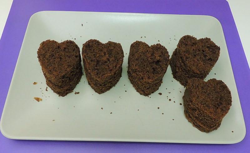 Corazones de bizcocho de chocolate