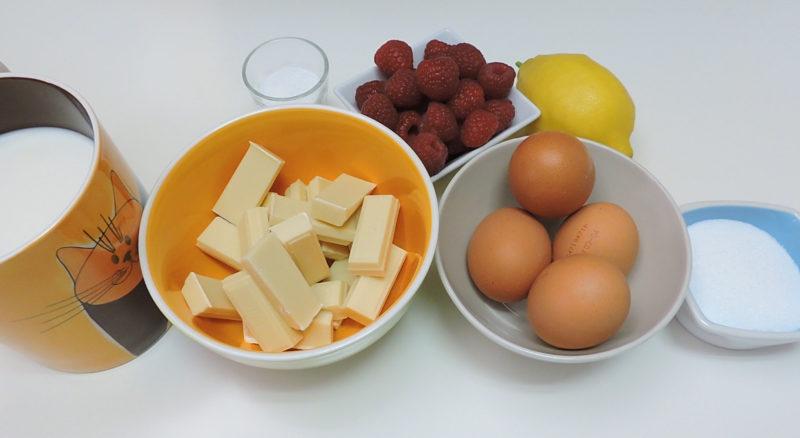 Ingredientes para el flan de chocolate blanco con salsa de frambuesa