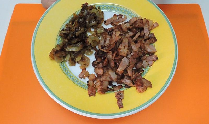 Beicon y cebolla cocinados
