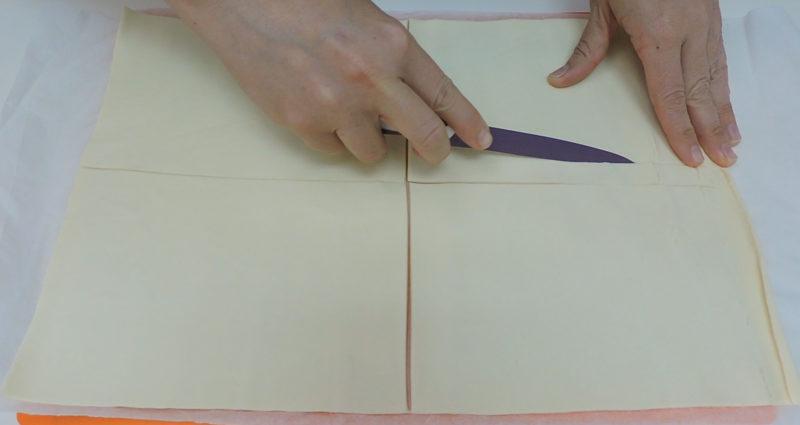 Cortando una tira de cada rectángulo de hojaldre