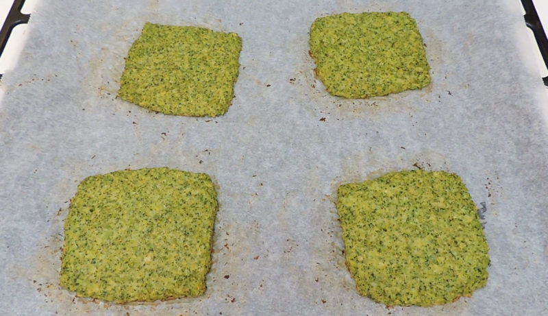 Pan de brócoli recién horneado