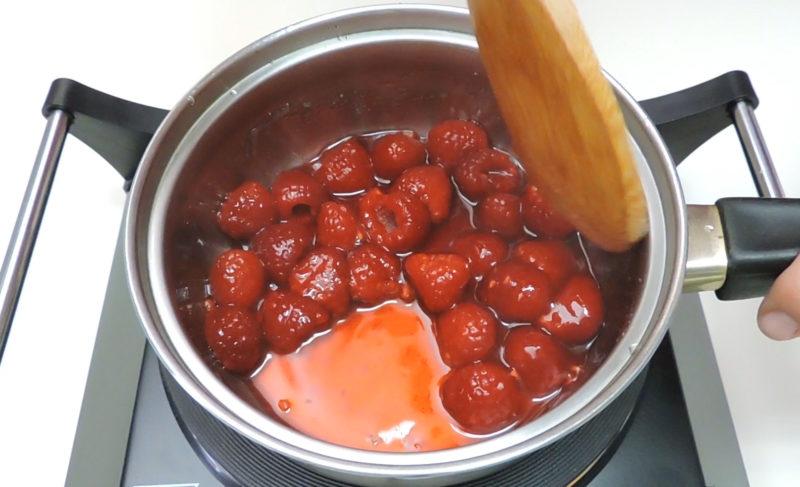 Preparando la salsa de frambuesa