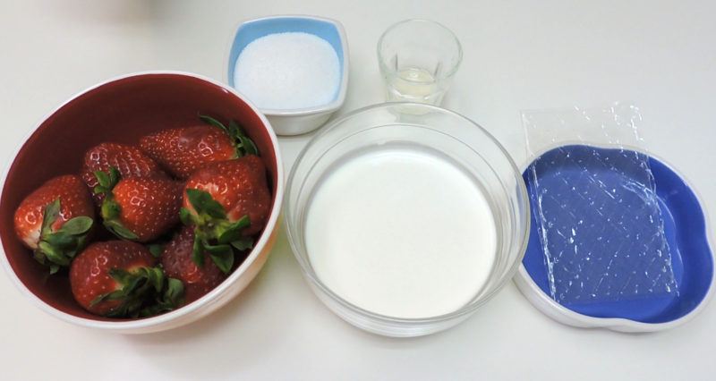 Ingredientes para la mousse de fresa