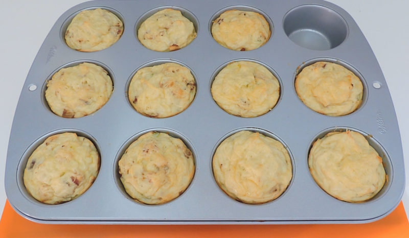 Pastelitos de patata recién horneados
