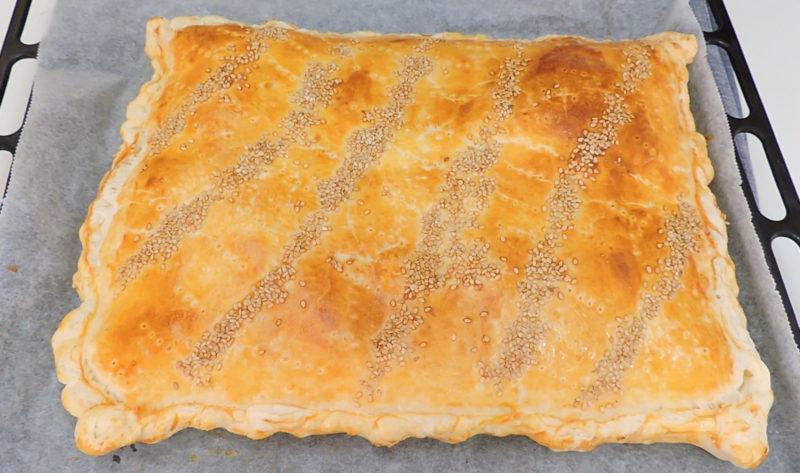 Empanada de hojaldre recién horneada