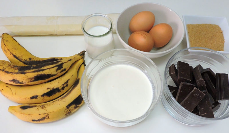 Ingredientes para el pastel de chocolate y plátano