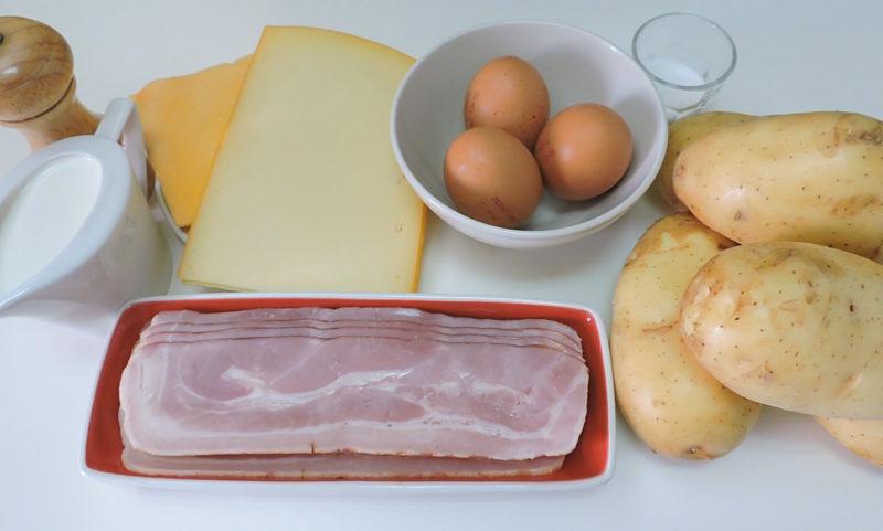 Ingredientes para el pastel de patata, beicon y queso