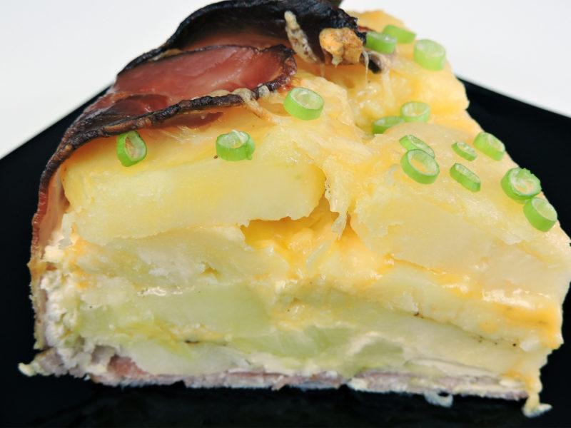 Pastel de patata, beicon y queso