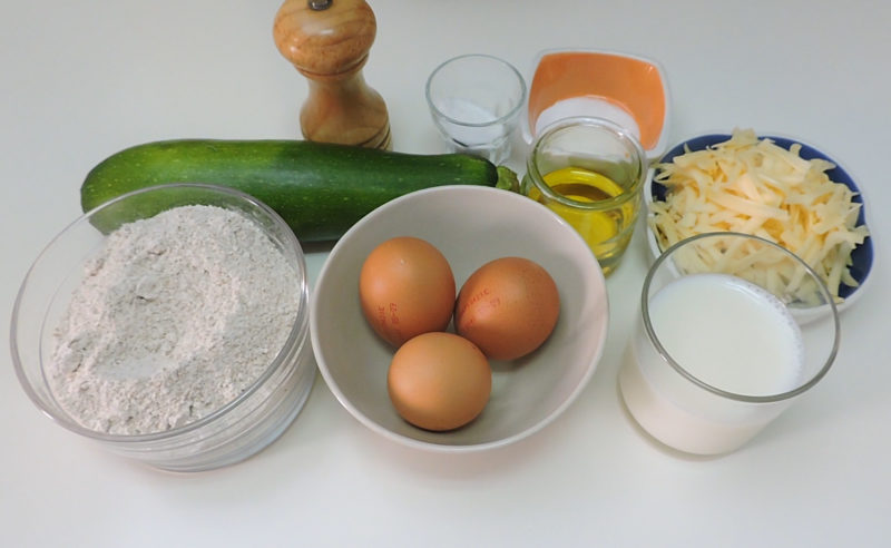 Ingredientes para las magdalenas de calabacín y queso