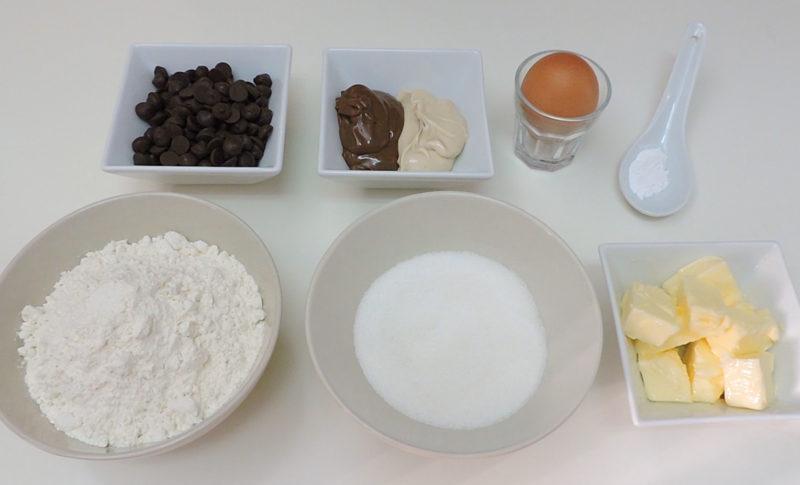 Ingredientes para las galletas rellenas de crema de cacao