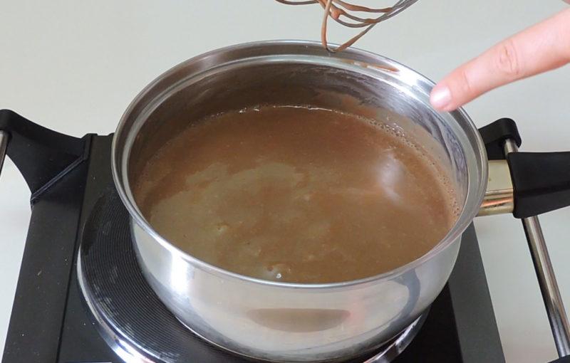 Preparando la crema de chocolate con leche