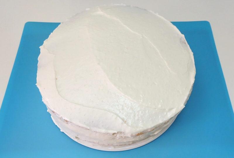 Tarta cubierta de crema