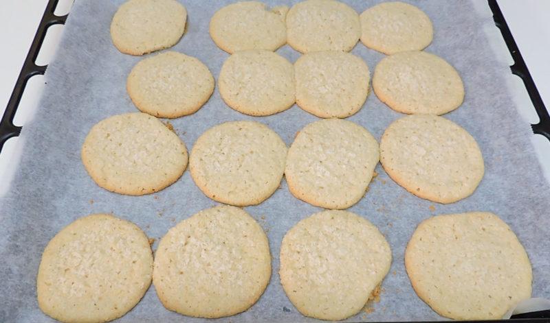 Galletas de coco recién horneadas