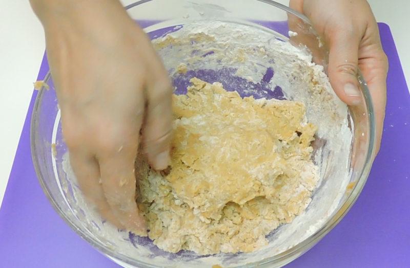 Elaborando la masa de galletas