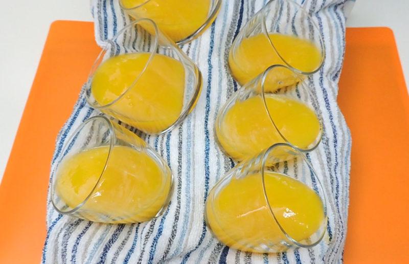 Vasos con puré de mango