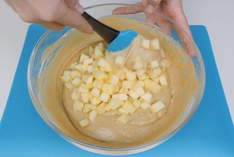 Integrando la manzana en la masa