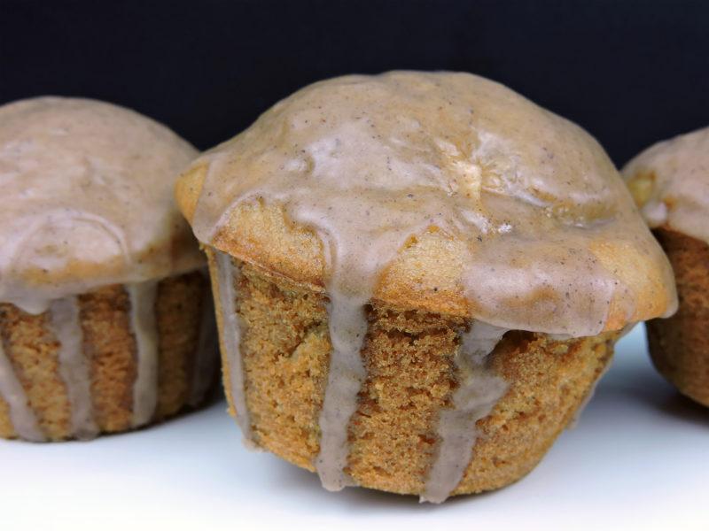 Muffins de manzana con glaseado de canela