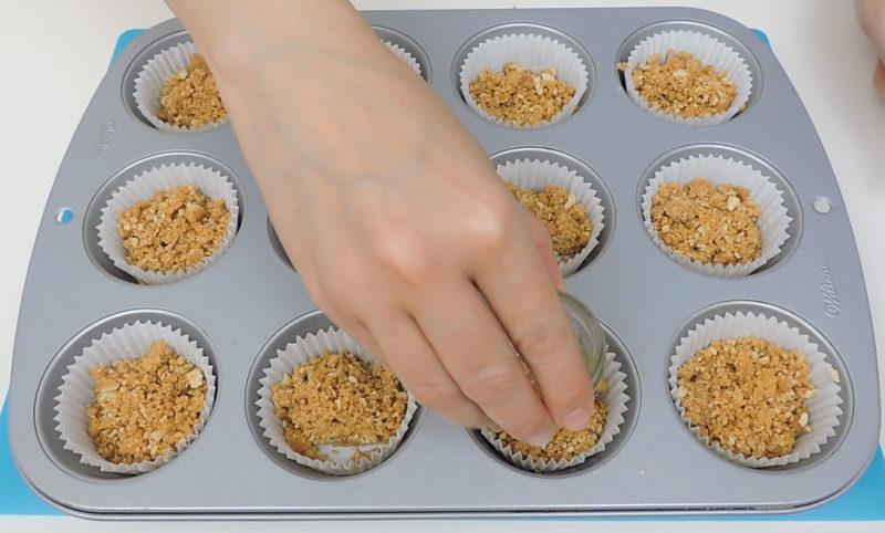 Compactando la base de galleta