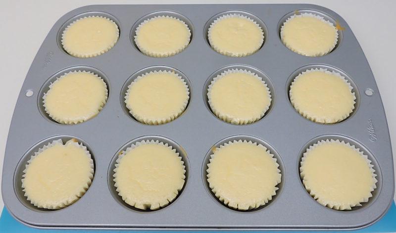 Tartas de queso recién horneadas