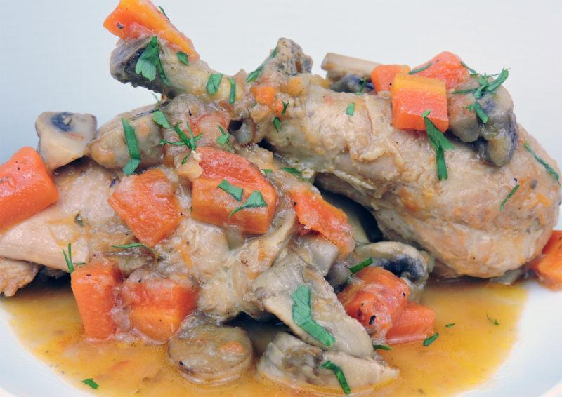 Pollo guisado con cerveza y verduras
