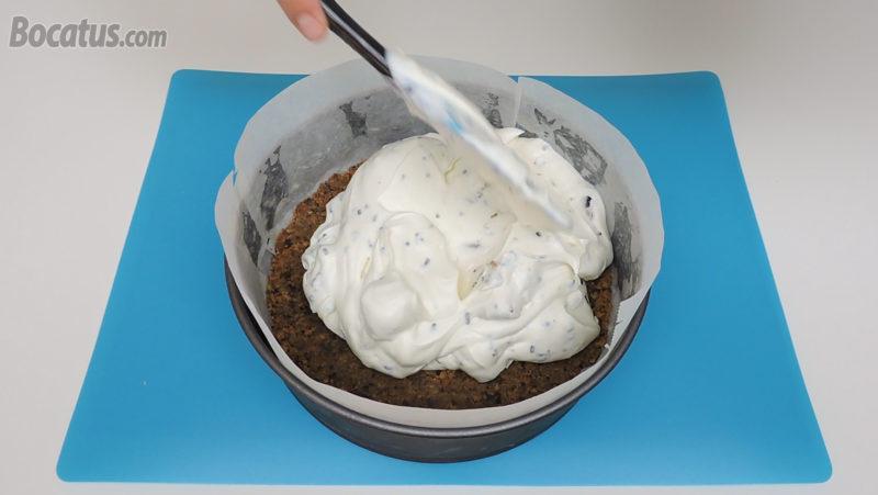 Poniendo la crema en el molde