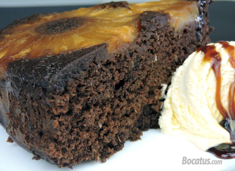 Pastel de chocolate y piña