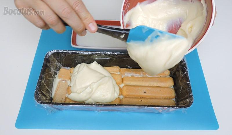 Poniendo la segunda capa de crema